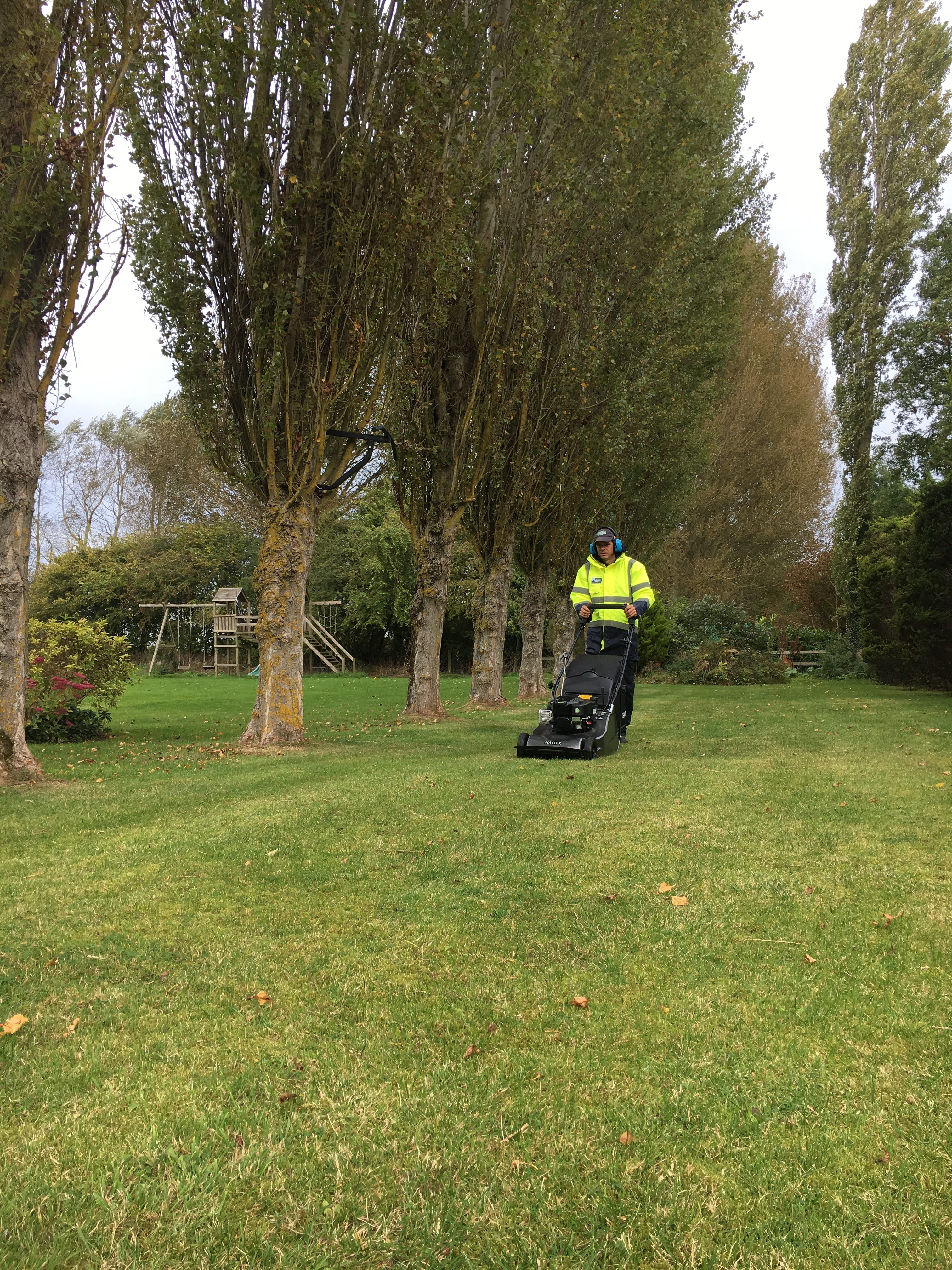 Lawn Care – English Country Gardens